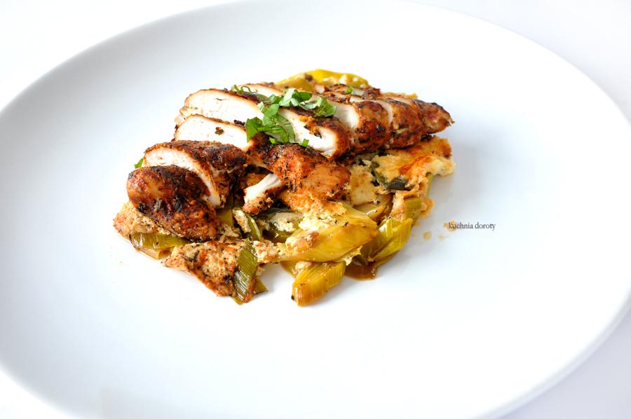 Zapiekane pory z kurczakiem i serem gorgonzola i Światowy Dzień Kota
