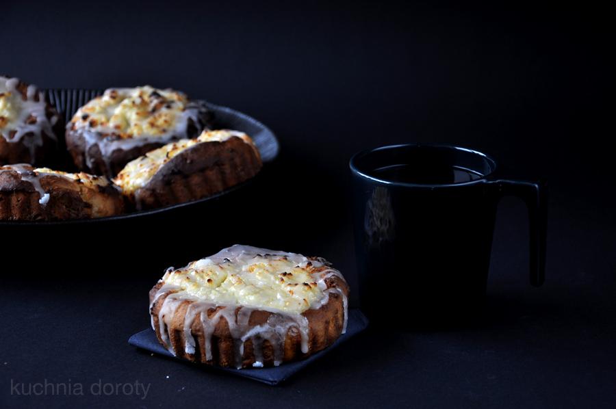 Drożdżówki z cytrynowym serem
