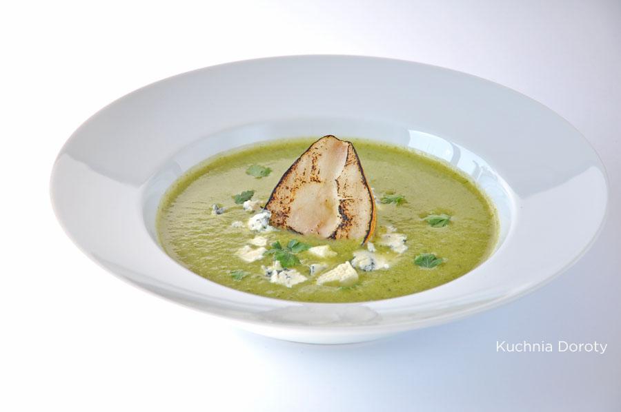 Zupa krem z brokułów z serem pleśniowym i grillowaną gruszką
