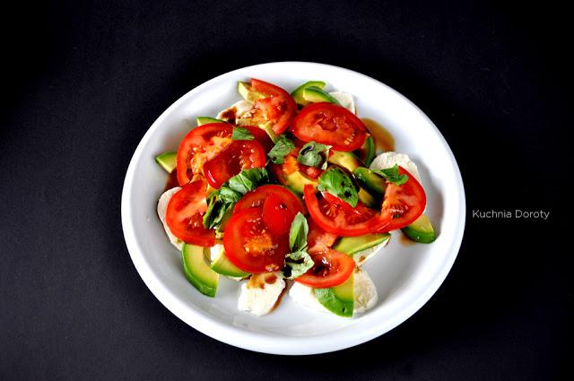 sałatka caprese, sałatka caprese przepis, sałata, sos dosałaty, lekkie jedzenie, dieta, sałata lekka, pomidory, pomidory przepis,