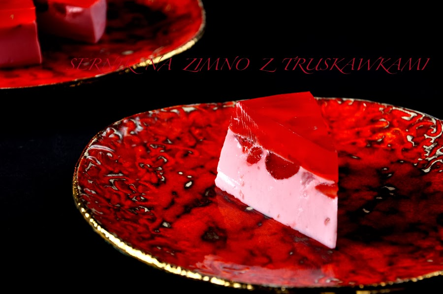 sernik-na-zimno-z-truskawkami