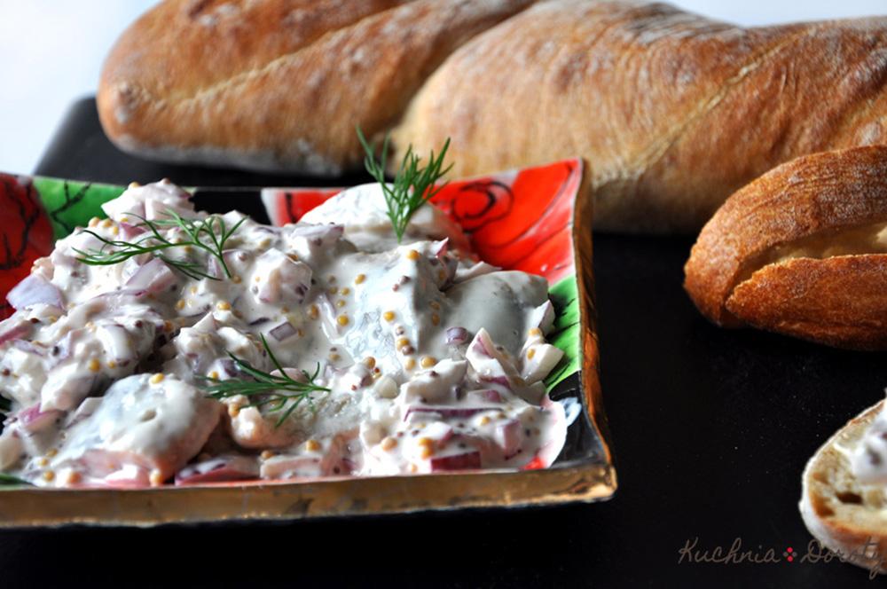 Śledzie w sosie francuskim – sałatka śledziowa