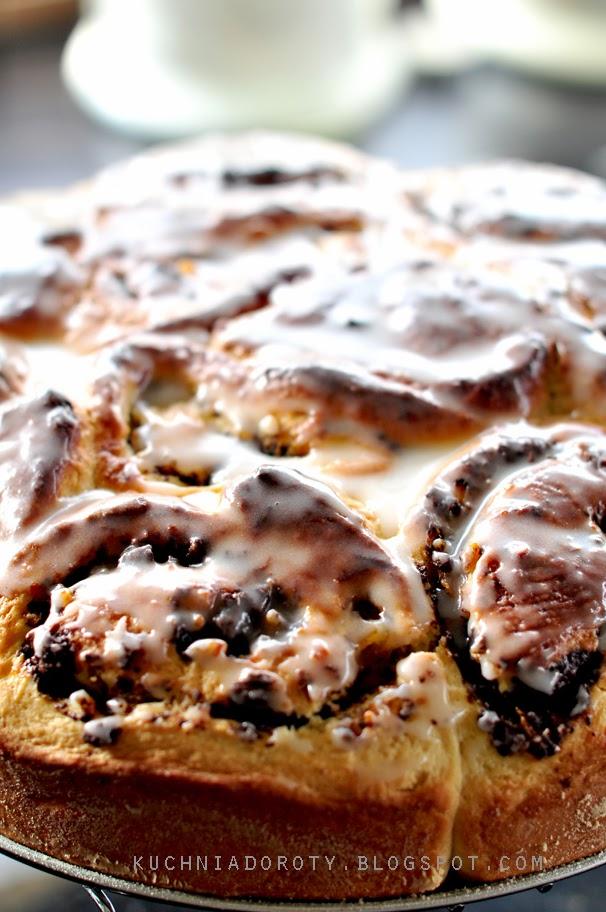 Ciasto drożdżowe z czekoladą i skórkami cytrusów