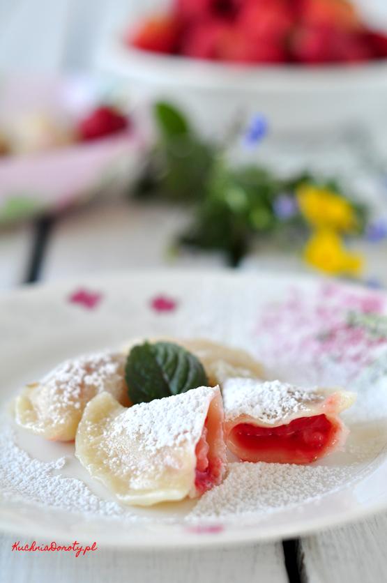 pierogi, pierogi przepis, jak zrobić pierogi, pierogi z truskawkami, pierogi z truskawkami przepis, truskawki, truskawki przepisy