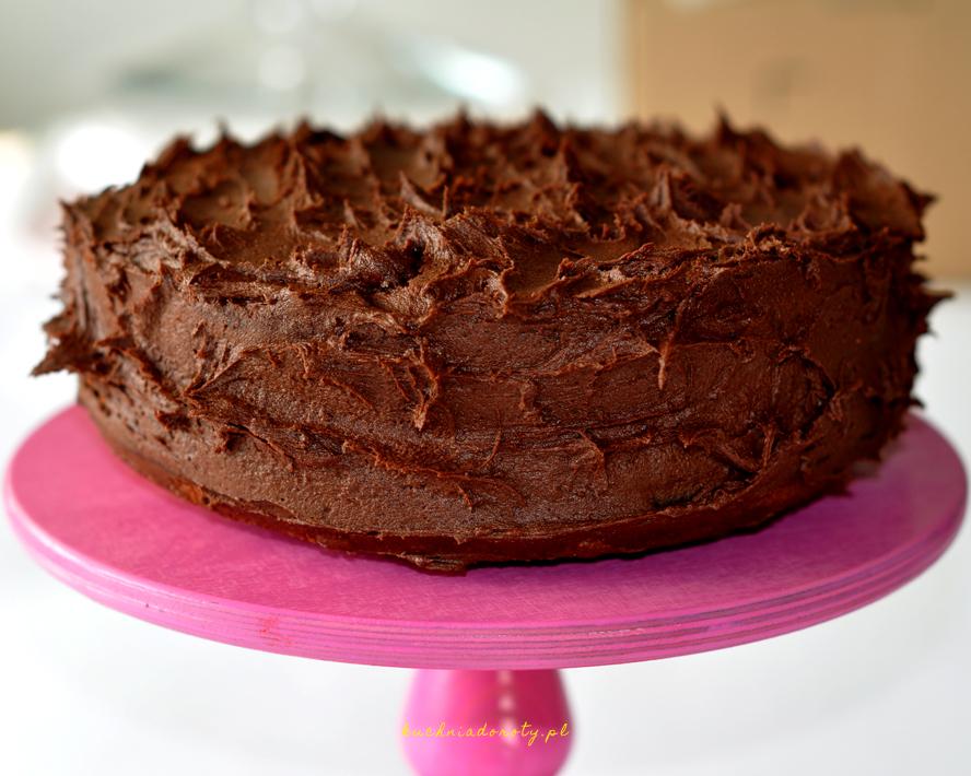 Żółte ciasto z kremem czekoladowym