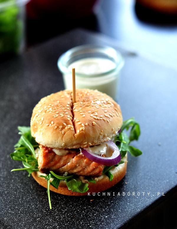 burger, hamburger, hamburger przepis, domowe burgery, domowe burgery przepis, grill, grill przepisy, przepisy zgrilla, majówka, grillowanie, potrawy zgrilla, potrawy zgrilla przepisy