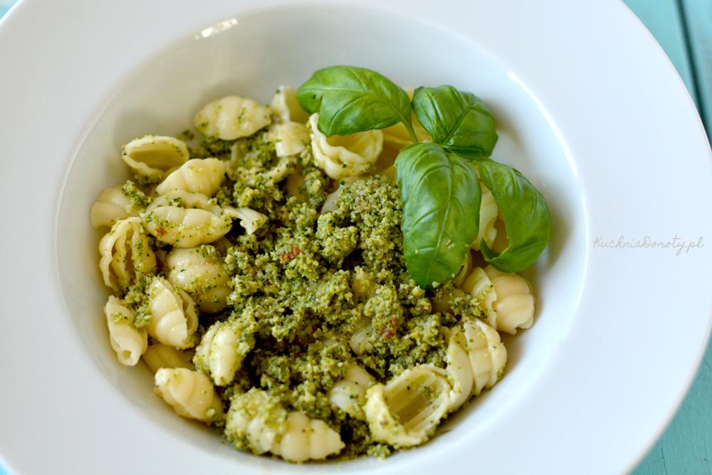 Makaron z sosem z brokułów