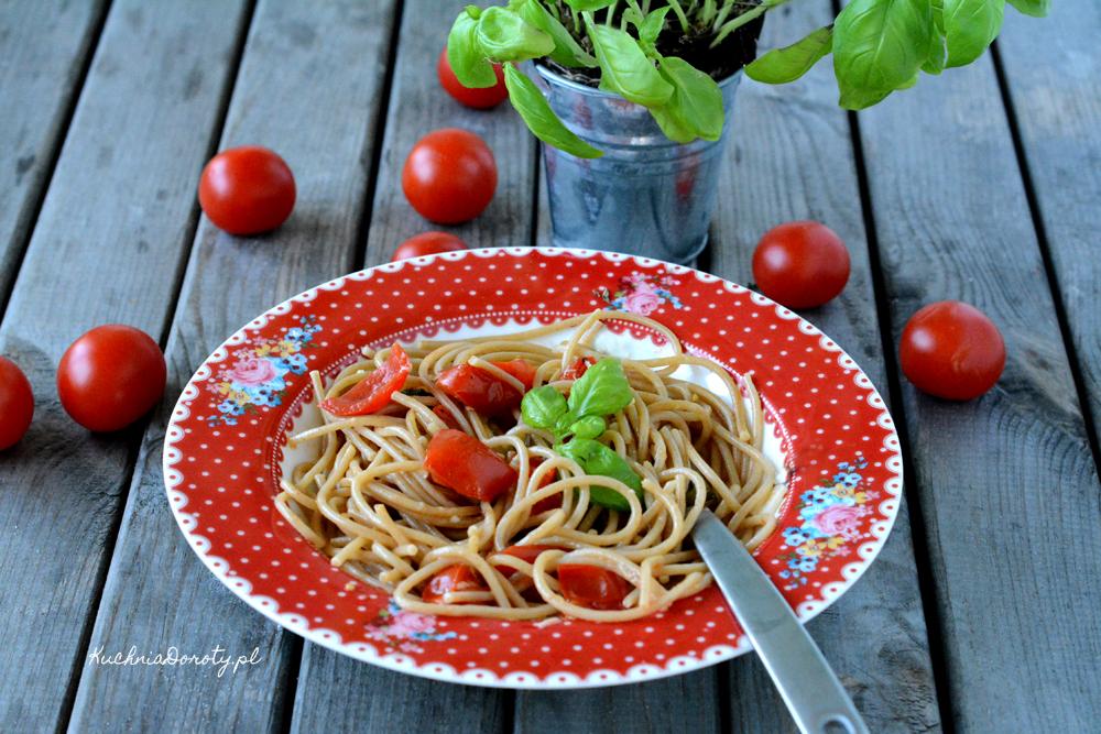 Makaron z pomidorami z jednego garnka – Obiad w 10 min.
