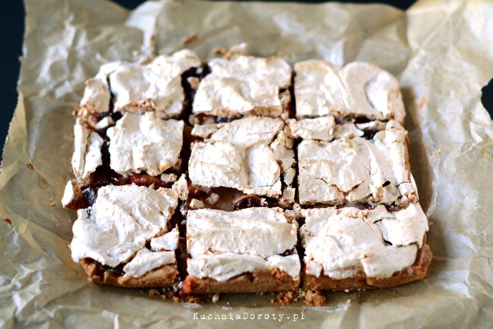 Tarta z Mąki Ryżowej ze Śliwkami i Bezą Kokosową