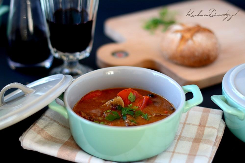 Gęsta Zupa Gulaszowa – domowy przepis