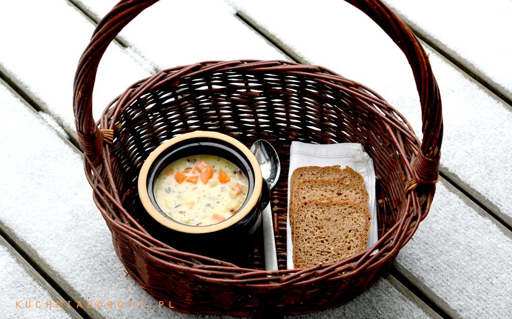 Kremowa zupa z kurczaka z kolorowym ryżem