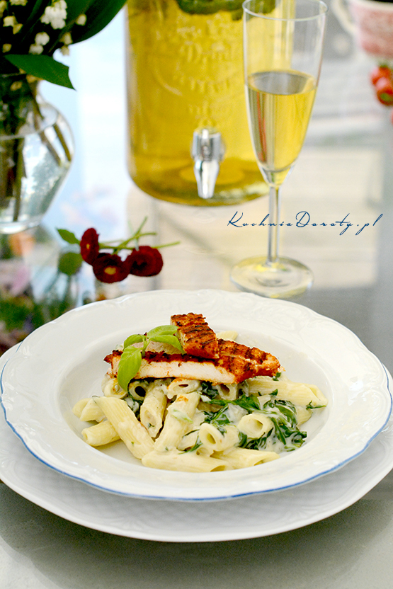 Makaron z Kurczakiem w Sosie z Gorgonzoli i Szpinaku