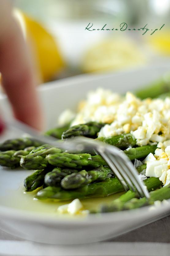 szparagi, szparagi przepis, szparagi przepisy, szparagi zjajkiem, szparagi zjakiem przepis, szparagi przepisy, szparagi zielone, szparagi białe przepis,  szparagi zielone przepisy, szparagi zszynką, szparagi zszynką przepis,  jak gotować szparagi, jak czyścić szparagi,