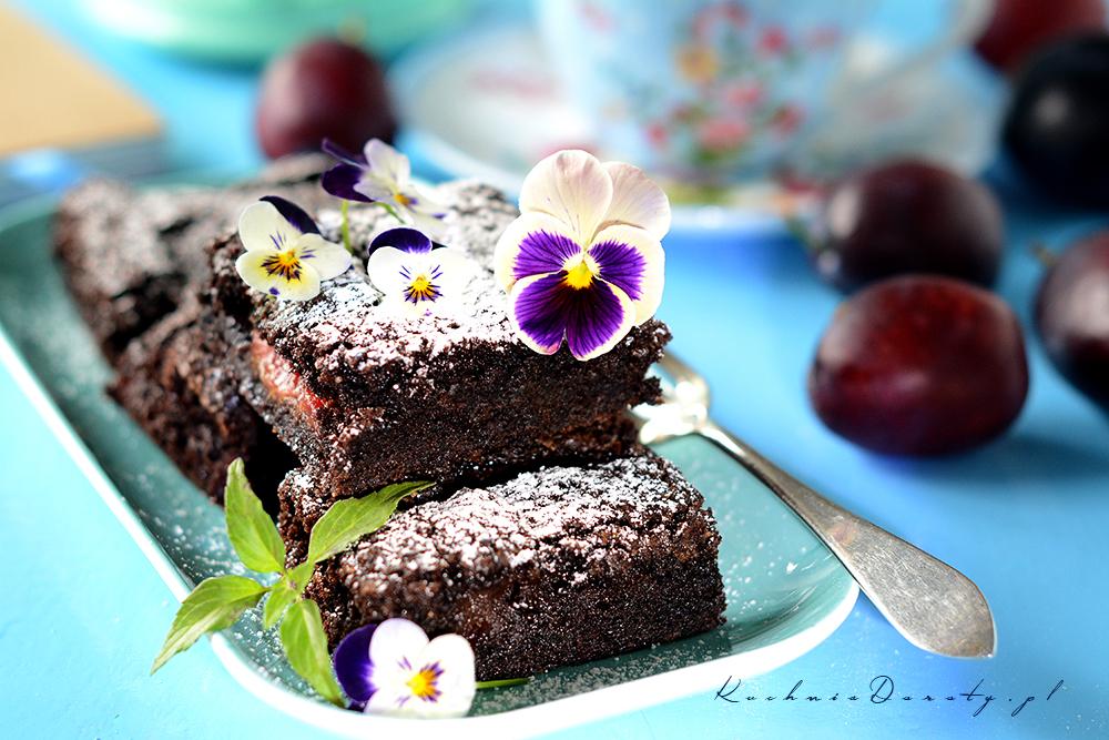 Brownie ze śliwkami – wilgotne idealne