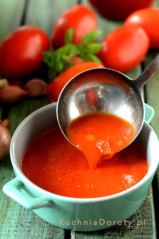 Doskonały przepis na domowy przecier pomidorowy.