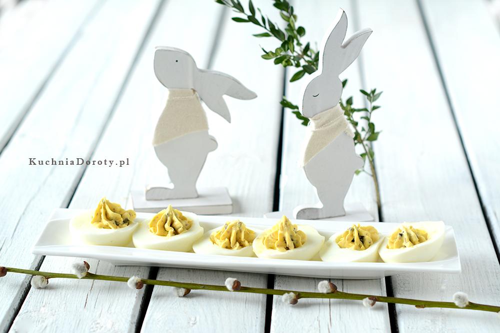 Jajka Faszerowane Kaparami i Oliwkami