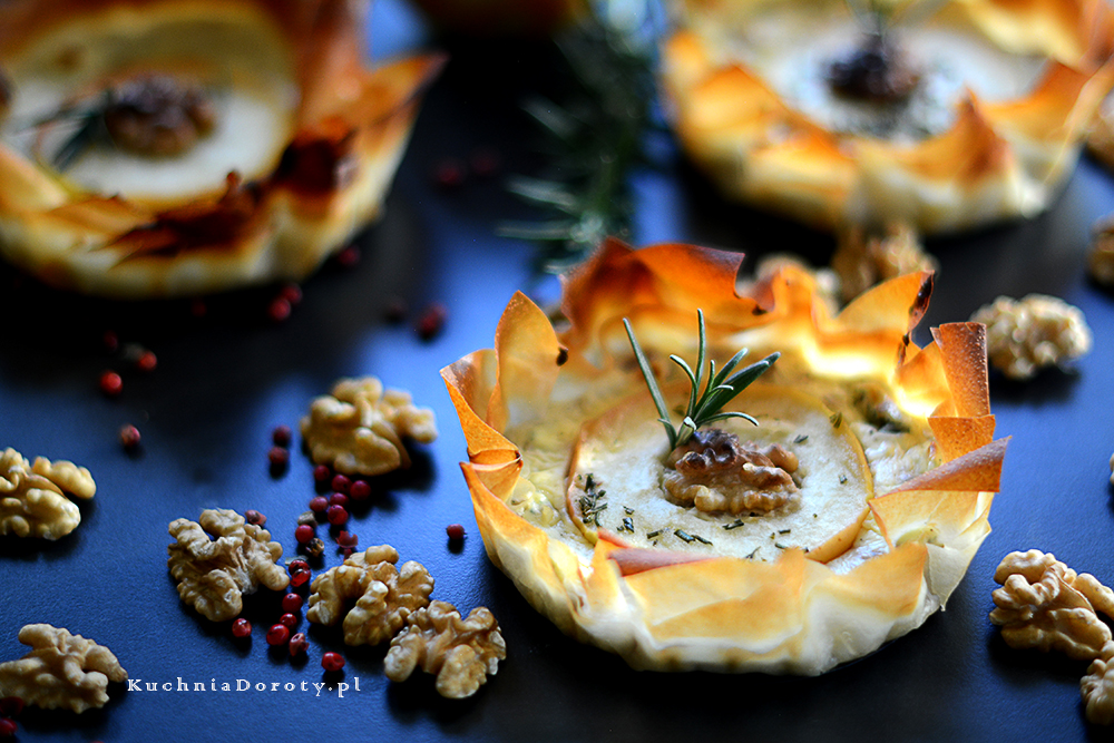 Tartaletki z Pleśniowym Serem i Karmelizowanymi Jabłkami