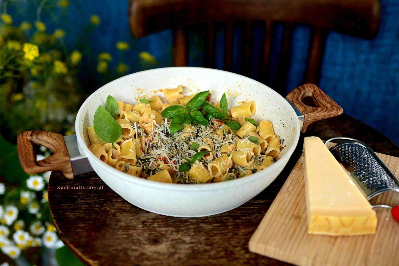 Makaron ze Szpinakiem i Pomidorami – Obiad w 30 min (film jak go zrobić)