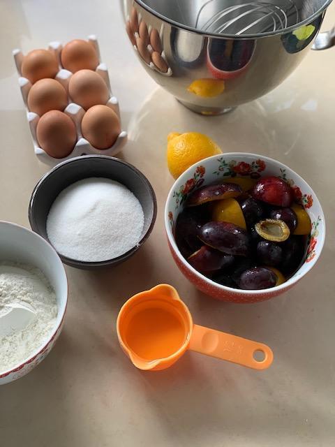 Owoce pod kruszonką, owoce pod kruszonką przepis, przepis na owoce z kruszonką, owoce z kruszonką, szybkie ciasta, szybkie ciasta przepisy, przepisy na ciasta, ciasta przepisy, rabarbar, rabarbar przepisy, truskawki, truskawki przepisy, ciast a z truskawkami, ciasta z truskawkami przepisy,  ciasto z rabarbarem, ciasto z rabarbarem przepisy, przepisy na ciasta, przepisy kulinarne,