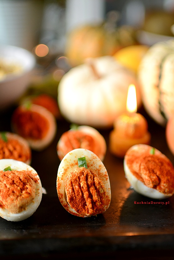 Jajka Faszerowane Humusem – Ostre Dynie
