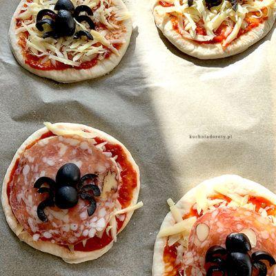 pizza, pizza przepis, ciasto na pizze, ciasto na pizze przepis, łatwe ciasto na pizze, najlepsze ciasto na pizze, przepis na pizze, przepis na ciasto na pizze, pizza przepisy, cienka pizza, cienka pizza przepis, ciasto na cienką pizze, pizza na cienkim cieście przepis, minipizza, minipizza przepis, ciasto na pizzę, domowe ciasto na pizzę, domowe ciasto na pizza, pizza domowa ciasto, domowe ciasto,