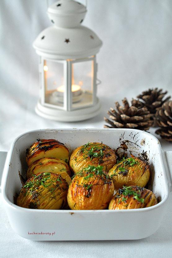 ziemniaki hasselback, ziemniaki hasselback przepis, pieczone ziemniaki hasselback, pieczone ziemniaki hasselback przepis, ziemniaki, przepis na ziemniaki pieczone, ziemniaki pieczone, ziemniaki pieczone przepis, co na obiad, kolacja, co na kolację, szybki obiad, szybki obiad przepisy, obiad w 30 min, obiad w 30 min przepisy, co na szybki obiad, zdrowy obiad, łatwy obiad, co dla teściowej, obiad dla teściowej, obiad dla gości, przepisy na obiad dla gości,