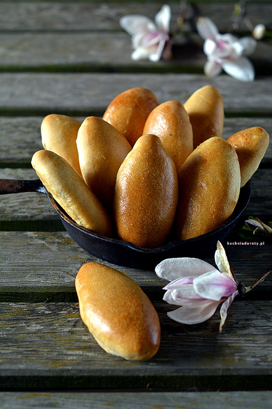 Pierożki Paszteciki Drożdżowe z Nadzieniem – kuchnia rosyjska