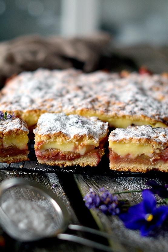 Ciasto z Budyniem Truskawkami i Rabarbarem – przepis z filmem