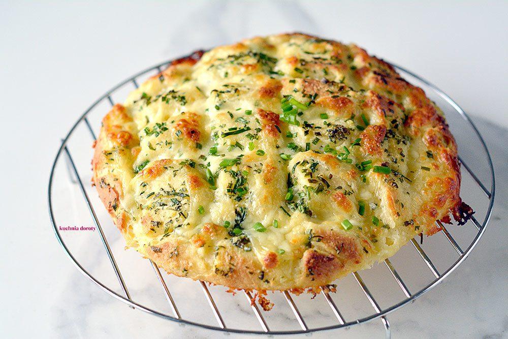 Chlebek Hobbita – z mozzarellą i masłem czosnkowym