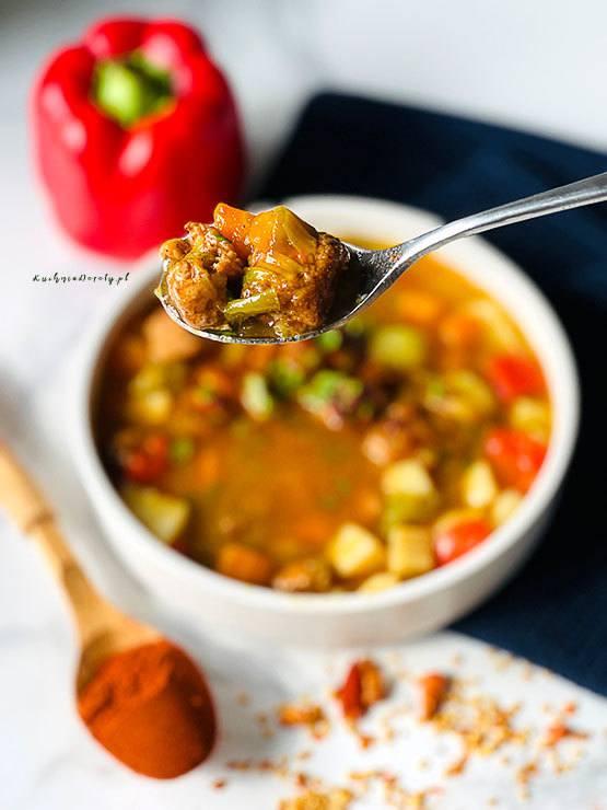 zupa, zupa przepis, zupa gulaszowa, zupa gulaszowa przepis, gulasz, gulasz przepis, mięso, mięso przepisy, mięso wołowe, mięso wołowe przepisy, zupa zimowa, zupa rozgrzewająca, przepisy, obiad, co na obiad, przepisy na obiad, obiad do zamrożenia, przepis na zupę, zupa gulaszowa ostra, pyszna zupa,
