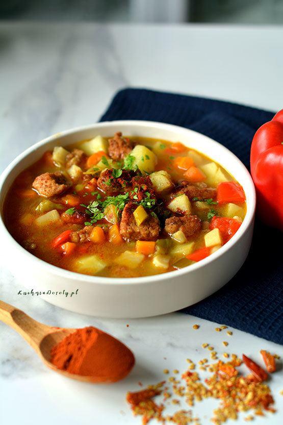 Zupa Gulaszowa z Szynki