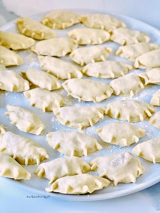 pierogi na słodko, przepis na pierogi na słodko, pierogi z serem, przepis na pierogi z serem, pierogi z serem przepis, przepis na pierogi, masa serowa do pierogów, ser do pierogów z serem, przepis na ser do pierogów z serem, ciasto na pierogi, łatwe ciasto na pierogi, najlepsze ciasto na pierogi, pierogi, pierogi przepis, jak zrobić pierogi, pierogi z truskawkami, pierogi z truskawkami przepis, truskawki, truskawki przepisy, ciasto na pierogi, ciasto na pierogi przepis, najlepsze ciasto na pierogi, najlepsze ciasto na pierogi przepis, łatwe ciasto na pierogi,  ciasto na pierogi z masłem, ciasto na pierogi z masłem przepis, jak zrobić pierogi, sprawdzone ciasto na pierogi, pierogi ze śliwkami, pierogi ze śliwkami przepis, sprawdzone pierogi,  jagodzianki, jagodzianki przepis, przepis na jagodzianki, kuchnia doroty, kuchnia doroty przepisy, kwestia smaku jagodzianki, kwestia smaku przepisy, kwestia smaku jagodzianki przepisy, moje wypieki, moje wypieki przepisy, moje wypieki jagodzianki, pierogi z kapustą i grzybami, postne pierogi z kapustą i grzybami, pierogi z kapustą i grzybami przepis, pierogi z kapustą i grzybami, przepisy, pierogi z kapustą i grzybami postne, pierogi z kapustą i grzybami wigilijne, pierogi z kapustą i grzybami wigilijne, pierogi z kapustą i grzybami na wigilię, święta, święta przepisy, wigilia, Pierogi z Grzybami, uszka do barszczu, ruskie pierogi, ruskie pierogi przepis, przepis na ruskie pierogi, przepis na ciasto na pierogi, ciasto na pierogi, najlepsze ciasto na pierogi, obiad, przepis na obiad, Farsz na Ruskie Pierogi, farsz na pierogi, pierogi z mięsem, ciasto na pierogi bez jajek, ciasto na pierogi przepisy, ciasto bez jajek, pierogi, przepis na pierogi z mięsem, pierogi z mięsem, farsz do pierogów, farsz do pierogów z mięsem, jaki farsz do pierogów, farsz mięsny, farsz do pierogów z mięsem, farsz do pierogów przepisy, farsz do pierogów z mięsem, przepis na farsz do pierogów z mięsem, jaki farsz do pierogów, mięso na farsz do pierogów, j
